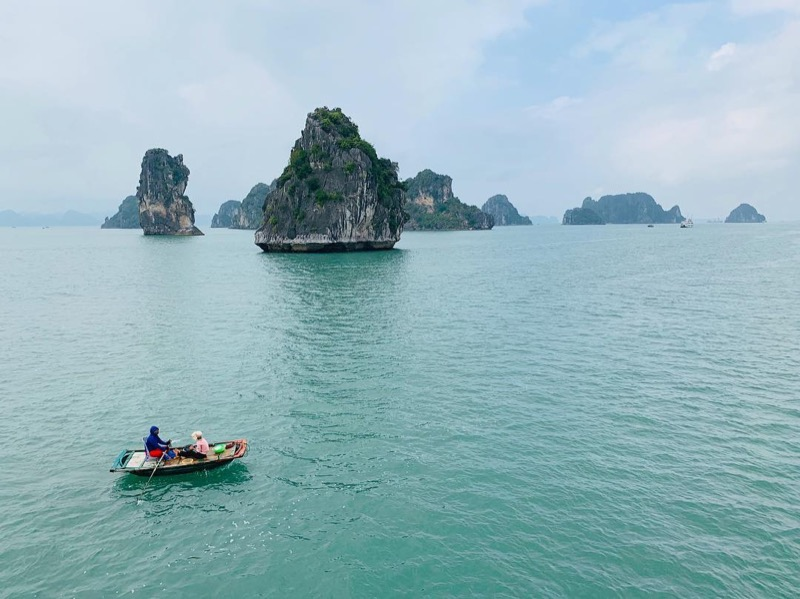 """Lost in the ocean"" in Halong Bay!"