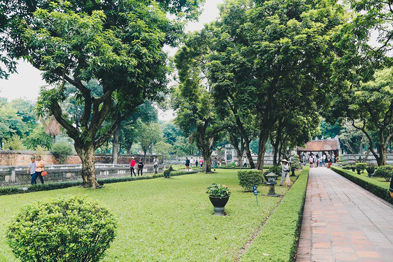 What to do in Hanoi for 2 days_Temple of LiteratureThe Temple of Literature is a quiet place where one can learn about Vietnam's culture.
