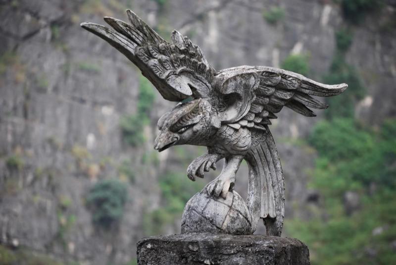 Eagle statue on top of Mua mountain