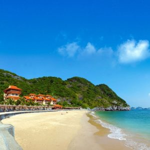 Enjoy the crystal water of Do Son Beach
