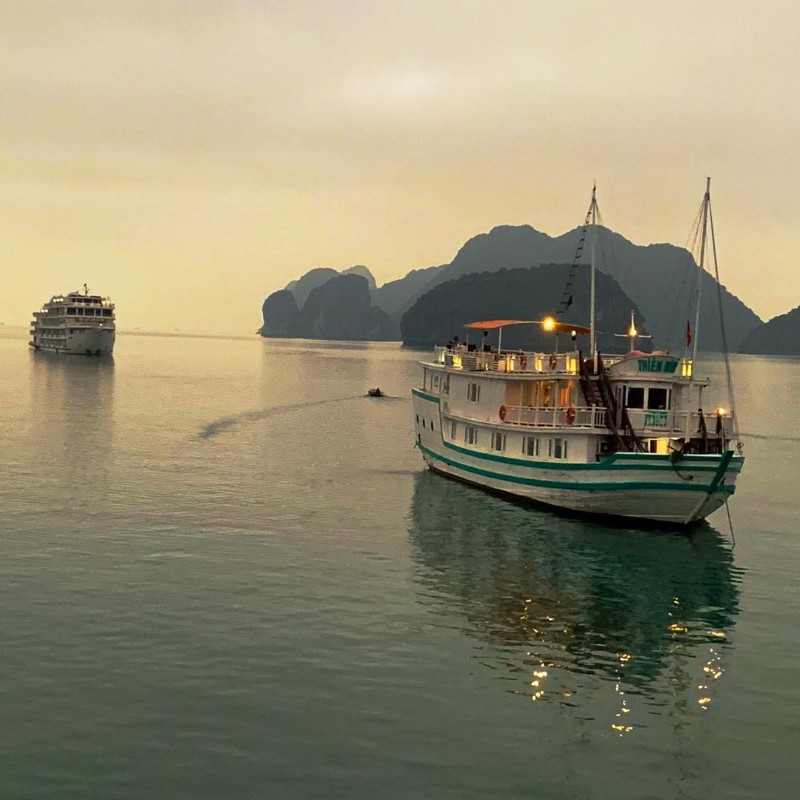 Ha Long cruise