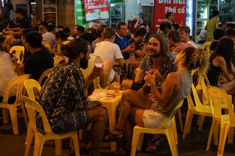 Get rid of the heat with a cup of beer on Ta Hien street