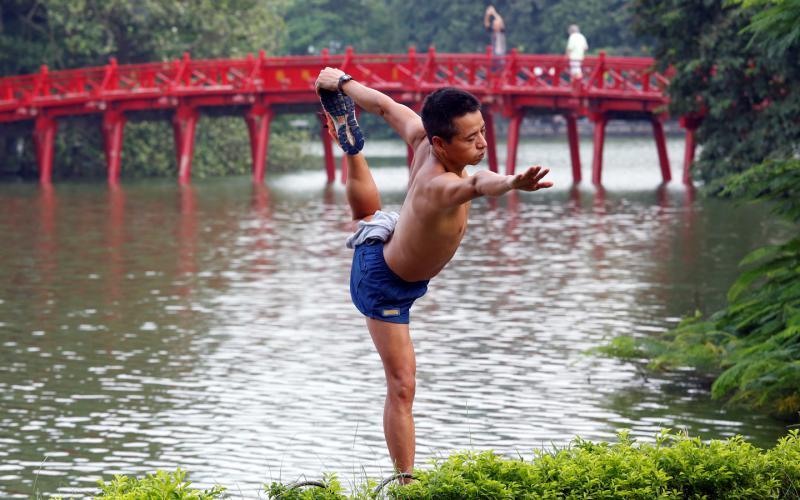 Hoan Kiem Lake and the modern life of Hanoians