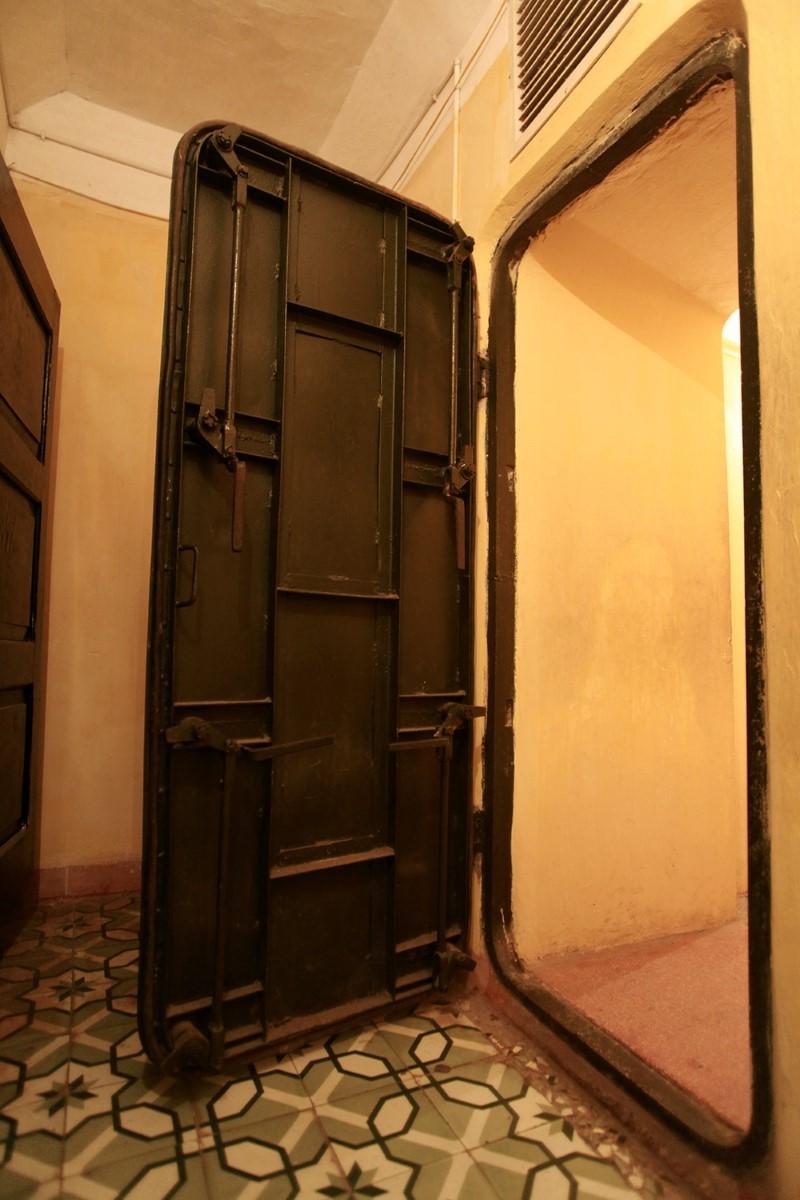 The huge iron soundproof door for secret meetings