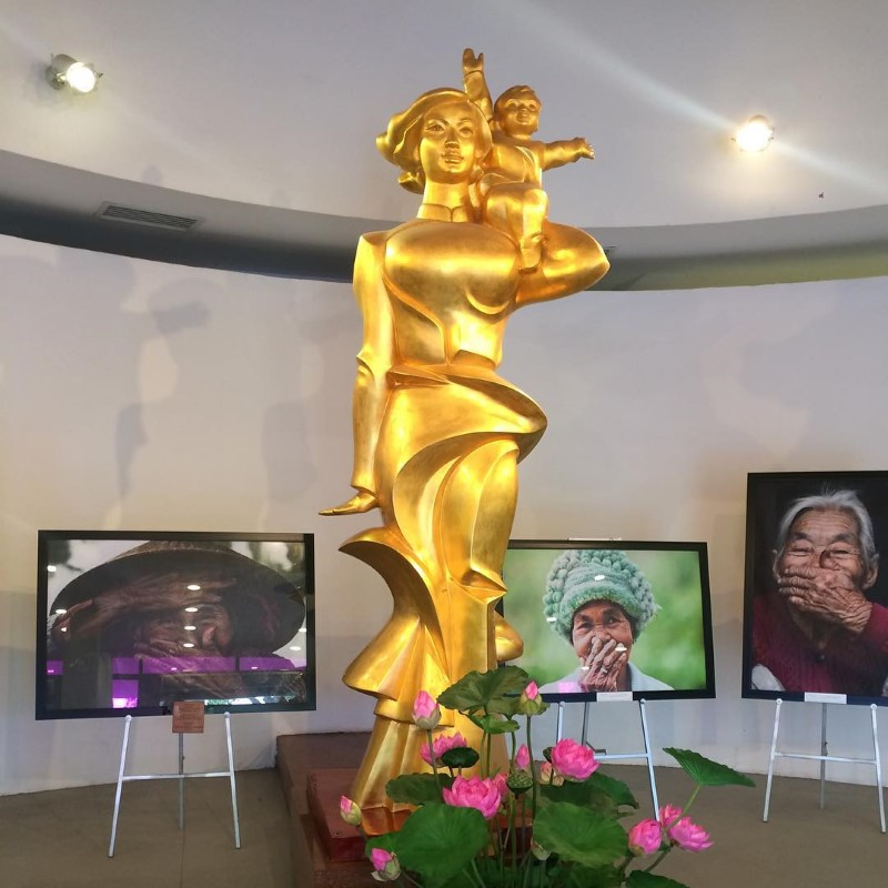 """The statue named """"The Vietnamese mother"""""""