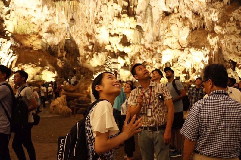 dau go cave tour guide