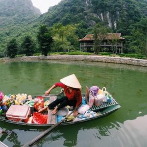 floating market in tam coc