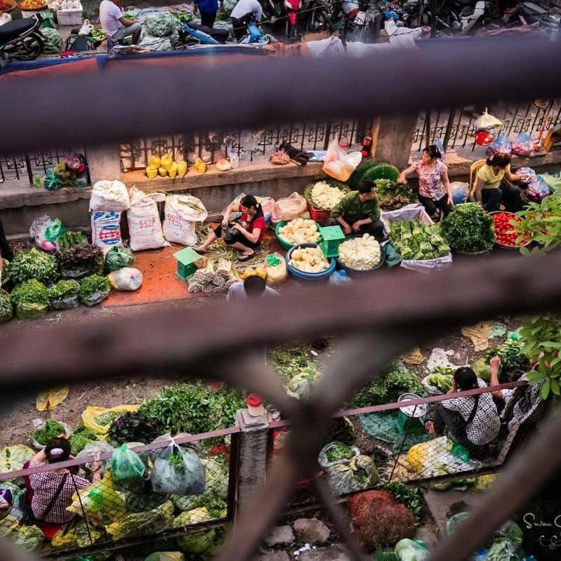 busy market under Long Bien bridge
