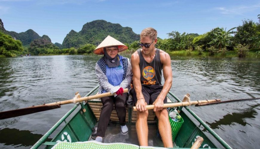 tam-coc-boat-ride-man