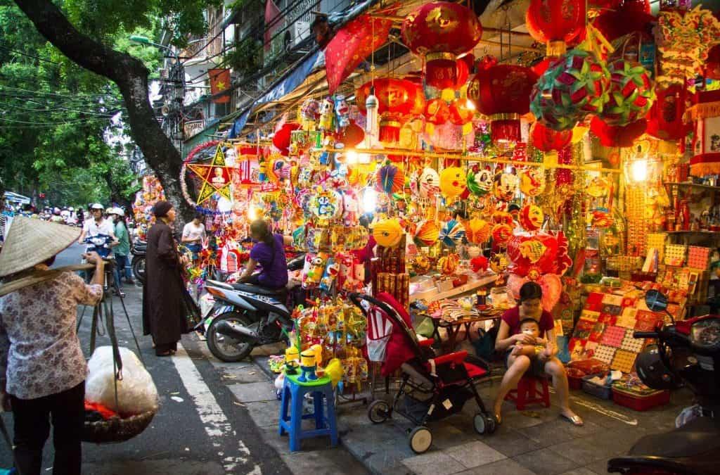 hanoi old quarter shopping