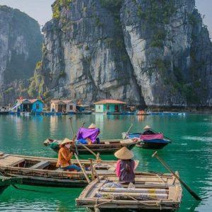 boat in cua van floating village