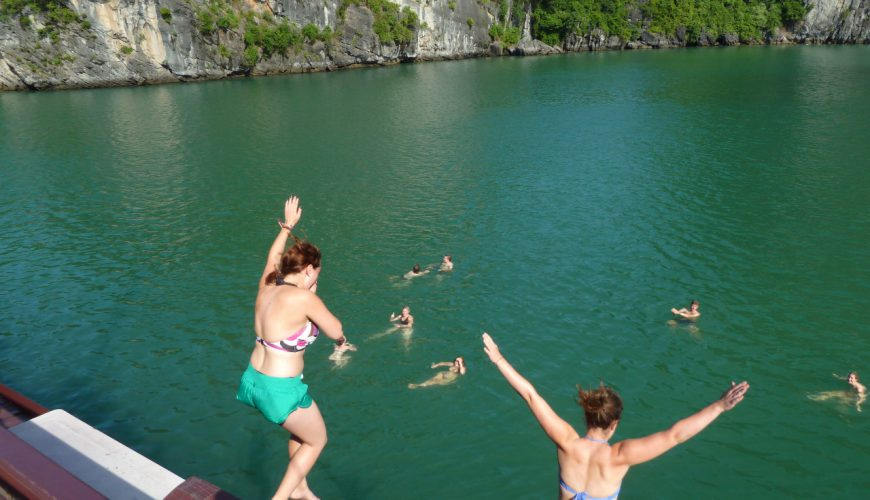 swimming halong